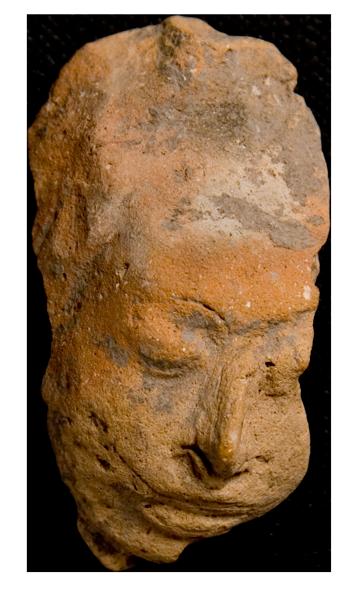 Pieza arqueológica misión mayas