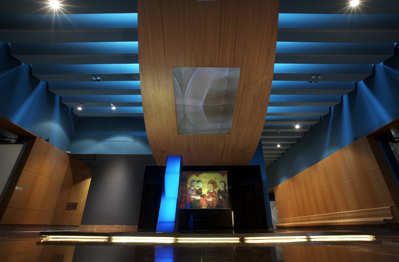 Hall de entrada a las salas de exposición en el MARQ